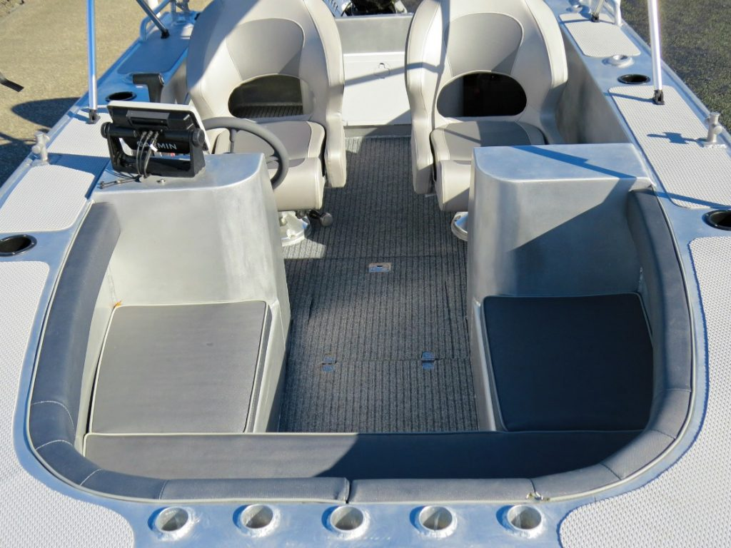 Comfort, luxury and relaxation is top priority on the Waverider 450 Bowrider