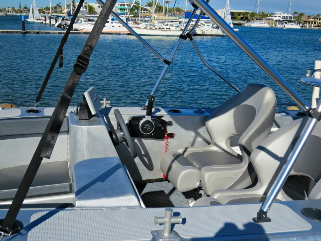 WR 450 Bowrider's comfortable helm seats