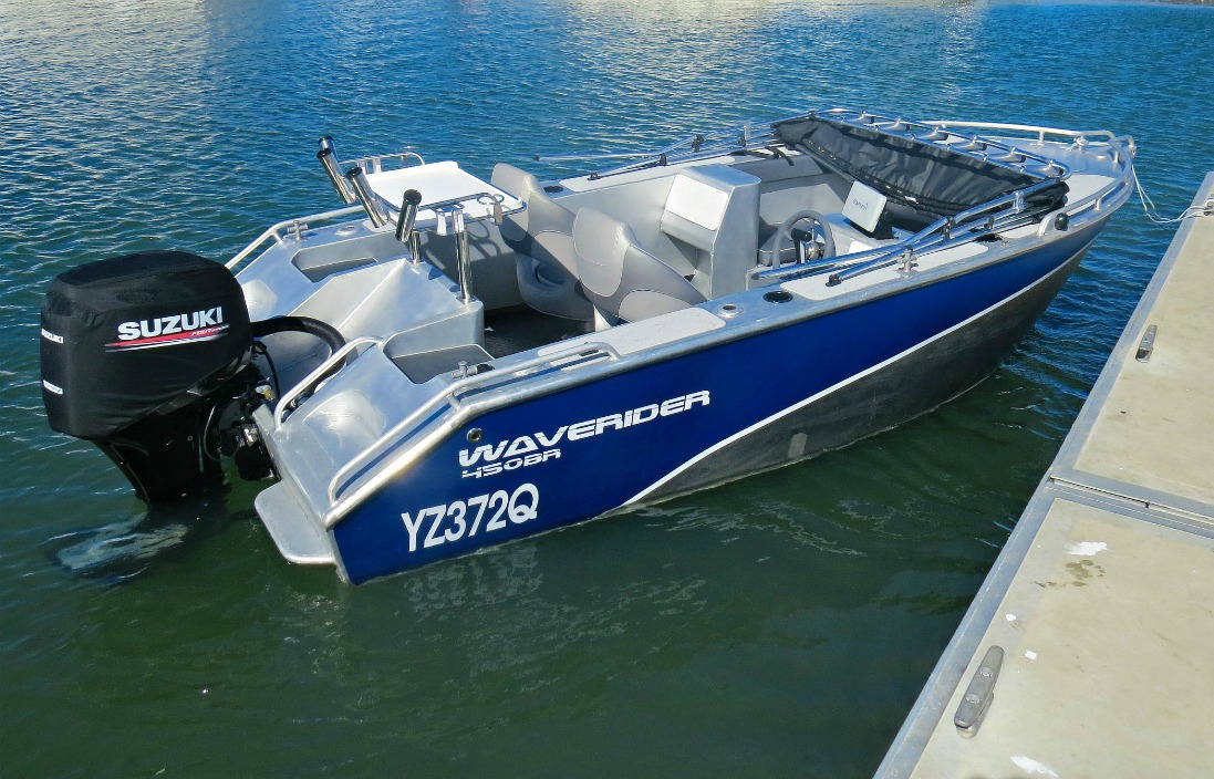 A lot of useable room in this 450 Bowrider